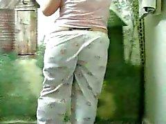 Vet getatoeëerd Vriendin spelen met haar kutje in de Tub