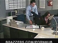 Indian brunette Babe Priya Rai is de office teef en wordt geneukt