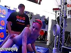 Сексуальное Девочка эксцентричная трахнут по зале литье