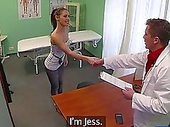 Maldición atractiva de Jess obtiene jodida por su médico de