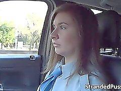 Policial feminina Hot Layota precisa de um pênis demasiado