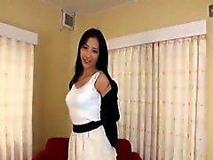 Mujer japonesa delgado y alto tiras seguridad submarinos desnudas