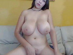 fille Latina avec gros seins frotter sa chatte