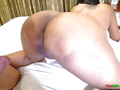 tit Big Asian MILF rides coq blanc
