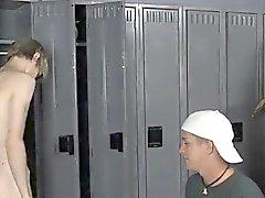 Naked men Dopo compagni ginnastica prende in giro a Preston di Andrews lui broncio