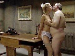 Slim & Busty blond tjej knullar en gammal man