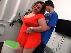 Muchacha gorda seduce a flaco