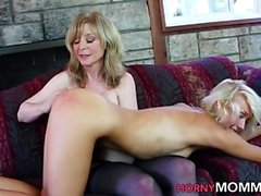 Äldre stepmom spanks