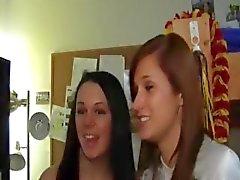 Jonge studenten genieten van neuken