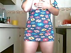 Sylvie dans sa kök eget kammen
