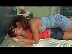 2 mujer madura tener una sesión de lesbianas de sexo romántico