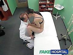 FakeHospital Пациент хочет, чтобы ее мокрая киска осмотр