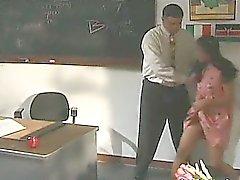 brute trio met Koreaanse schoolmeisje