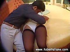 Sexy morena italiana come cum e recebe seu bichano perfurado difícil