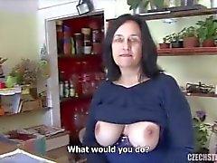 Big tit maturo scopata negozio di fiore