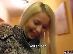 Tsjechische meisje Karol sloeg en jizzed op voor een brok van contant geld