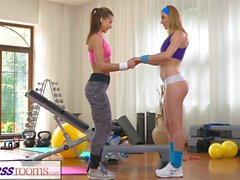 FitnessRooms Hot Babes mit Sex in der Turnhalle