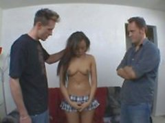 Gozadas asian babe recebe dois Dicks At Once