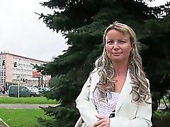 Tšekki Amateur fucks penkki ulkona julkisessa puistossa