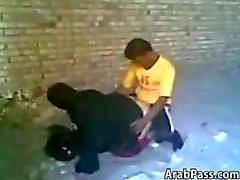 Арабской с парой Пойманный Имея Секс Outdoors