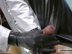 De Rubber Slave op de gynolocical Stoel .