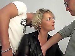 Mature rubia Sophia anal follada delante de su marido