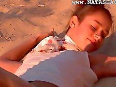 Pembe gösteren Natasha rusça genç