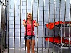 Русый Красавица Заключенный в тюрьму После выебанная к большой петух