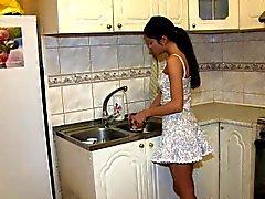 Teens Analysoitu - perseeseen keittiössä