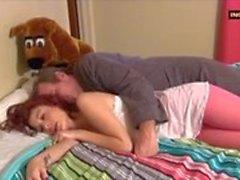 Sexig redheaden tonåring förför Stepdaddy för bra Knulla