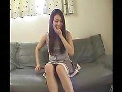 Привлекательные Восточная девушка мелькает волосатые персики и ее BI