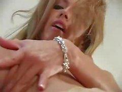 Blonde Jenna Haze es actriz de porno star hidromasaje y se masturba
