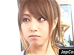 Japans meisje krijgt gebogen over en bonsde door pik geile dude's