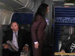 Azafata de chicas cfnm analfucked en el avión