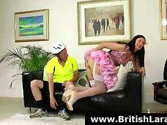 Британский зрелая телка предлагает ей задницы байкер во время анального потрахаться