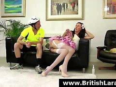 Brittiskt MILF erbjudanden för rumpan att cyklist efter anal knulla