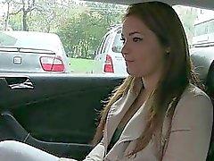 Lana'nın taksiye yapmak gerekiyor bir iş buldu
