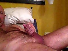 İtalyan mature hairy bir adamın bir el işi