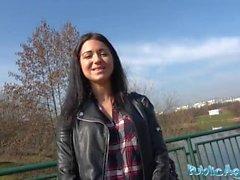 Agente Público camarera rusa follada fuera en público