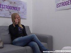 Giovane ceco ragazza cattura i una pillola a Better Sex Esperienze