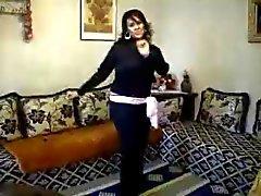 knubbig arab amatör dans