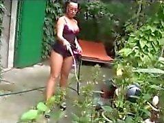 Juego con el vibrador a patio trasero