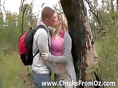 Amateur cara licks namoradas boceta ao ar livre