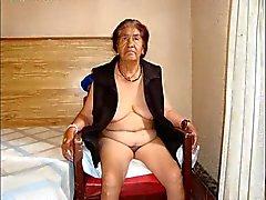 Abuelitas ancianos calientes con impresionante carrocería descubierta