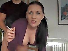 mamãe ficar shafted fumando um cigarro