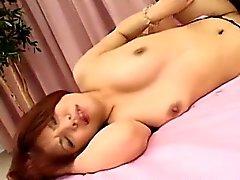 Hot MILF Tette di Mina massaggiato e figa dita fino a lei Squi