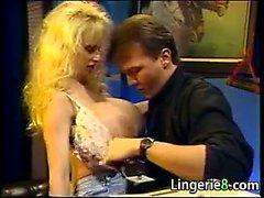 Грудастая блондинку Проститутка выебанная в Канцелярия