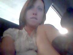 garota garagem de estacionamento público quase que obtem travada masturbar in car