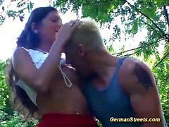 German babe ramassé pour la nature anale