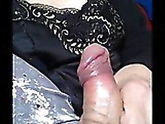 Amateur Granny mit kleinen Schwanz spielen